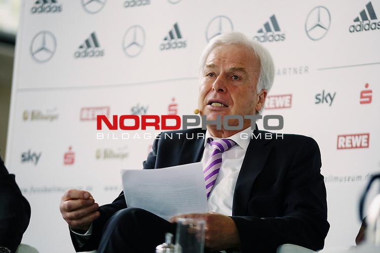 Rainer Holzschuh (Herausgeber kicker-Sportmagazin)<br /> <br />   Foto &copy; nph / Rauch