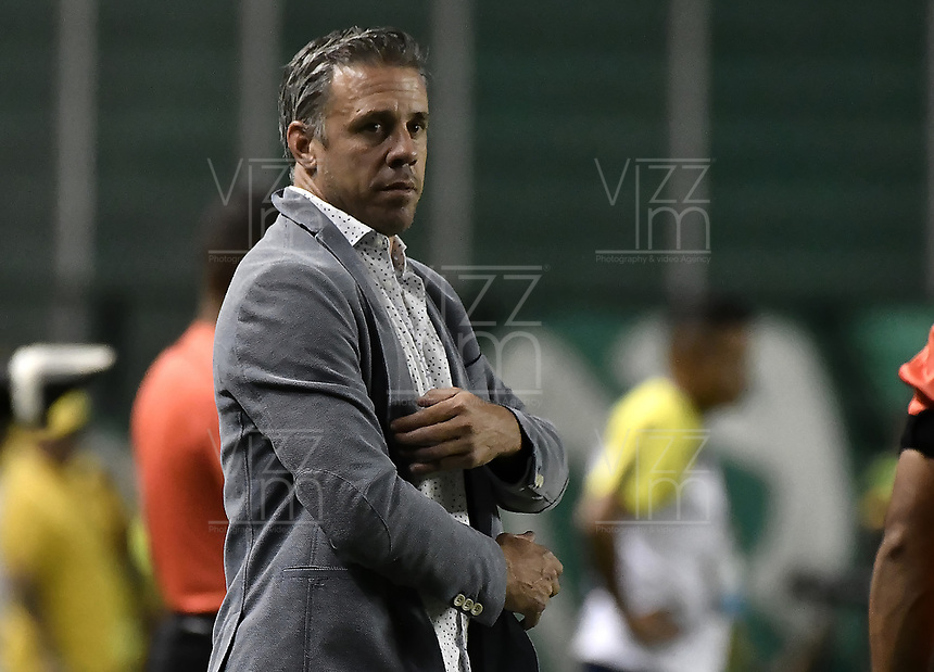 PALMIRA - COLOMBIA, 17-09-2019: Lucas Pusineri técnico del Cali gesticula durante partido entre Deportivo Cali y Alianza Petrolera por la fecha 11 de la Liga Águila II 2019 jugado en el estadio Deportivo Cali de la ciudad de Palmira. / Lucas Pusineri coach of Cali gestures during match between Deportivo Cali and Alianza Petrolera for the date 11 as part Aguila League II 2019 played at Deportivo Cali stadium in Palmira city. Photo: VizzorImage / Gabriel Aponte / Staff