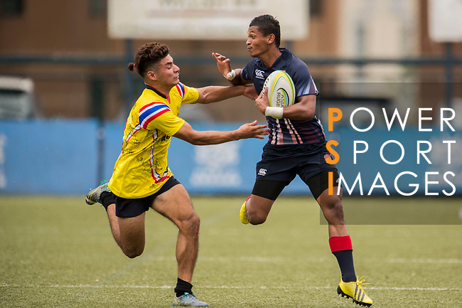 Mohd Khairul Amrie Jafree (r) of Malaysia fights for the ball with Baramee Thaiset (l) of Thailand during the match between Malaysia and Thailand of the Asia Rugby U20 Sevens Series 2016 on 12 August 2016 at the King's Park, in Hong Kong, China. Photo by Marcio Machado / Power Sport Images