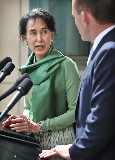 AUSTRALIA, Sydney : Myanmar opposition leader Aung San Suu Kyi speaks with Australian Prime Minister Tony Abbott during a press conference at Parliament House Canberra on November 28, 2013. Suu Kyi is on a five-day trip to Australia, visiting Sydney, Canberra and Melbourne. AFP PHOTO / Mark GRAHAM