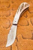 """Europe/France/2A/Corse du Sud/Ajaccio: Couteaux corses fabriqués par Laurent Bellini """"l'Atelier du Couteau"""" rue Bonaparte"""