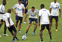 BOGOTA - COLOMBIA--24-05 -2013 : Carlos Bacca   ( centro)  durante el  entrenamiento de la selección Colombia de fútbol de mayores en el estadio El Campincito antes de su encuentro con la selección de Argentina en Buenos Aires . (Foto: VizzorImage / . Training Colombia soccer team over at El Campincito before his encounter with the selection of Argentina in Buenos Aires....VizzorImage / Felipe Caicedo / Staff