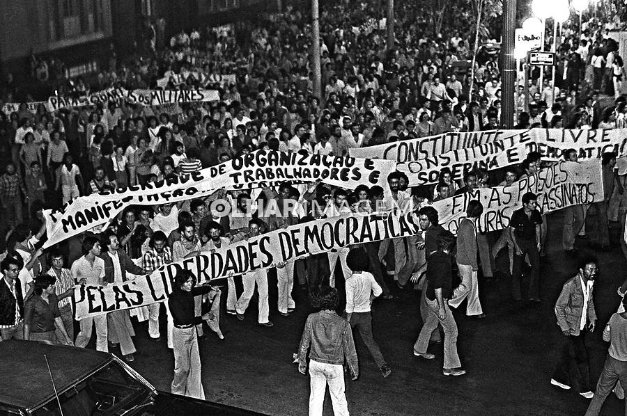 Manifestação estudantil contra a ditadura. SP. 1977. Foto de Juca Martins..