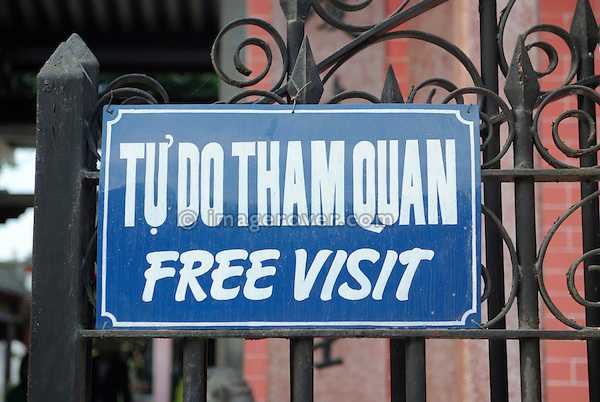 Asia, Vietnam, Hoi An. Hoi An old quarter. Sign at the temple Hoi Quan Hai Nam reading Tu Do Tham Quan or Free Visit. The historic buildings, attractive tube houses, and decorated community halls have 1999 earned Hoi An's old quarter the status of a UNESCO World Heritage Site. To protect the old quarter's character stringent conversation laws prohibit alterations to buildings, as well as the presence of cars on the roads.