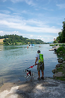 Lucerne, SWITZERLAND, 12th July 2018, Friday  FISA World Cup series, No.3, Lake Rotsee, Lucerne,   Spectator with dog, cooling down, as boats return to the pontoons,Photographer Karon PHILLIPS