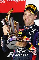 CINGAPURA, 22.09.2013 - GP FORMULA 1 EM CINGAPURA - O alemão Sebastian Vettel (Red Bull) comemora titulo durante Grande Prémio de Cingapura, no circuito urbano de Marina Bay em Singapura neste domingo, 22.(Foto:Pixathlon / Brazil Photo Press).