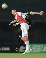 BOGOTÁ -COLOMBIA, 06-12-2014. Yulian Anchico (Izq) de Independiente Santa Fe disputa el balón con Jonathan Lopera (Der) jugador de Once Caldas durante partido por la fecha 5 de los cuadrangulares semifinales de la Liga Postobón II 2014 jugado en el estadio Nemesio Camacho el Campín de la ciudad de Bogotá./ Yulian Anchico player (L) of Independiente Santa Fe fights for the ball with Jonathan Lopera (R) player of Atletico Huila during the match for the 5th date of the semifinal quadrangular of the Postobon League I 2014 played at Nemesio Camacho El Campin stadium in Bogotá city. Photo: VizzorImage/ Gabriel Aponte / Staff
