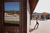 Bonefro: una alunna della scuola media di Bonefro. La scuola è ancora ospitata nei prefabbricati da dopo il sisma del 2002