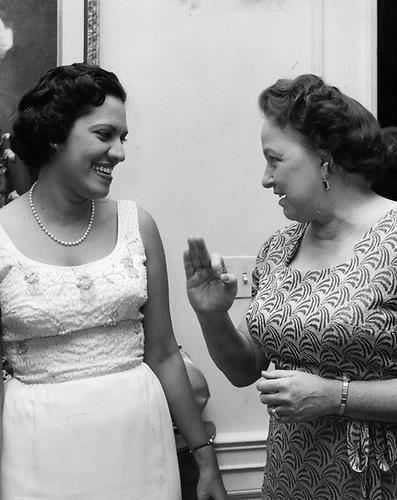 Maricusa Ornes y Carmen Natalia, Washington, 1964.