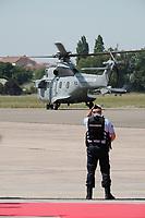 L'HELICOPTERE DU PRESIDENT MACRON QUITTE LE SALON DU BOURGET, LE BOURGET, FRANCE, LE 19/06/2017.