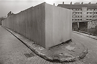 Tin wall, Wapping