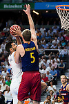 Real Madrid's player Felipe Reyes and Barcelona's player Justin Doellman during Liga Endesa 2015/2016 Finals 4th leg match at Barclaycard Center in Madrid. June 20, 2016. (ALTERPHOTOS/BorjaB.Hojas)