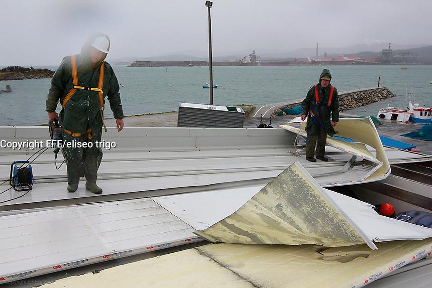 Fecha: 14-02-2014. (Lugo, Ribadeo) Otro temporal de fuerte viento y lluvia azota a Galicia, una de las zonas mas afectadas es la Mariña de Lugo.