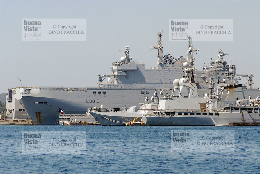 - French  Navy, Toulon naval base, Mistral amphibious assault ship<br /> <br /> - Marina Militare Francese, base navale di Tolone, nave da assalto anfibio Mistral