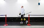Stockholm 2014-12-01 Ishockey Hockeyallsvenskan AIK - S&ouml;dert&auml;lje SK :  <br /> AIK:s Fredrik Hynning p&aring; v&auml;g till omkl&auml;dningsrummet p&aring; Hovet efter uppv&auml;rmningen inf&ouml;r matchen mellan AIK och S&ouml;dert&auml;lje SK <br /> (Foto: Kenta J&ouml;nsson) Nyckelord:  AIK Gnaget Hockeyallsvenskan Allsvenskan Hovet Johanneshov Isstadion S&ouml;dert&auml;lje SSK portr&auml;tt portrait inomhus interi&ouml;r interior