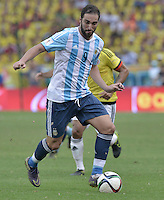 BARRANQUILLA - COLOMBIA - 17-11-2015: Gonzalo Higuain jugador de Argentina en acción durante partido con Colombia válido por la clasificación a la Copa Mundo FIFA 2018 Rusia jugado en el estadio Metropolitano Roberto Melendez en Barranquilla. / Gonzalo Higuain player of Argentina in action during match against Colombia valid for the 2018 FIFA World Cup Russia Qualifiers played at Metropolitan stadium Roberto Melendez in Barranquilla. Photo: VizzorImage / Gabriel Aponte / Staff