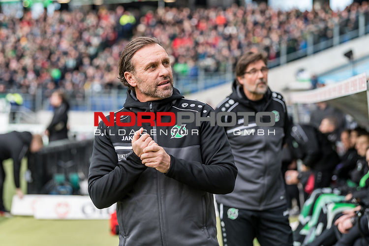 09.02.2019, HDI Arena, Hannover, GER, 1.FBL, Hannover 96 vs 1. FC Nuernberg<br /> <br /> DFL REGULATIONS PROHIBIT ANY USE OF PHOTOGRAPHS AS IMAGE SEQUENCES AND/OR QUASI-VIDEO.<br /> <br /> im Bild / picture shows<br /> Thomas Doll (Trainer Hannover 96), im Hintergrund Ralf Zumdick (Co-Trainer Hannover 96) vor Anpiff, <br /> <br /> Foto &copy; nordphoto / Ewert