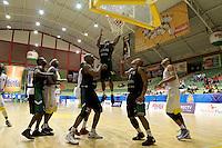 BUCARAMANGA - COLOMBIA - 14 - 05 - 2013: Egwuatv de Aguilas de Tunja, en accion, mayo 14 de 2013. Bucaros de Bucaramanga y Aguilas de Tunja en partido de la fecha 16 de la fase II de la Liga Directv Profesional de baloncesto en partido jugado en el Coliseo Vicente Romero Diaz. (Foto: VizzorImage / Jaime Moreno / Str). Egwuatv of Aguilas From Tunja, in actions, Mayo 14, 2013. Bucaros from Bucaramanga and de Aguilas from Tunja in the match 16 of the phase II of the Directv Professional League basketball, game at the Coliseum Vicente Romero Diaz. (Photo: VizzorImage / Jaime Moreno / Str)..