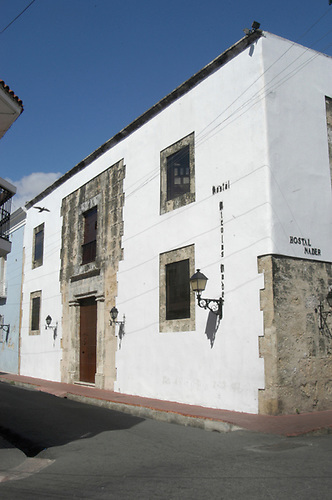 Casa donde estuvo el hogar de Francisco Noel de diciembre de 1883 a enero de 1891, situada en la esquina formada por las calles Luperón y Duarte, en la zona colonial de la ciudad de Santo Domingo. Aquí nacieron sus hermanos Pedro y Max. (Foto: Fernely Lebrón).