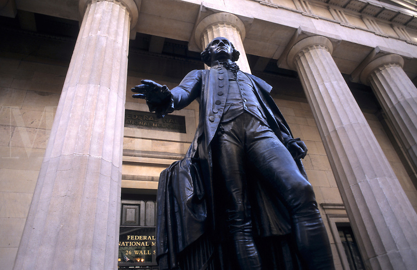 Federal Hall and statue of George Washington where he was sworn in 1789, Wall Street, New York City, USA