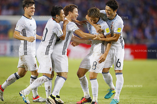 (L-R) Gotoku Sakai. Shinji Kagawa, Takuma Asano, Genki Haraguchi, Masato Morishige (JPN), SEPTEMBER 6, 2016 - Football / Soccer : Genki Haraguchi of Japan with his team mates celebrates after scoring their 1st goal during the FIFA World Cup Russia 2018 Asian Qualifier Final Round Group B match between Thailand 0-2 Japan at Rajamangala National Stadium, Bangkok, Thailand. (Photo by Yusuke Nakanishi/AFLO SPORT)