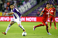 Real Valladolid´s Oscar (l) and Getafe's Escudero during La Liga match.August 31,2013. (ALTERPHOTOS/Victor Blanco)