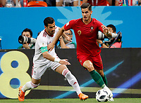 SARANSK - RUSIA, 25-06-2018: Ehsan HAJI SAFI (C) (Izq) jugador de RI de Irán disputa el balón con Aandre SILVA (Der) jugador de Portugal durante partido de la primera fase, Grupo B, por la Copa Mundial de la FIFA Rusia 2018 jugado en el estadio Mordovia Arena en Saransk, Rusia. / Ehsan HAJI SAFI (C) (L) player of IR Iran fights the ball with Aandre SILVA (R) player of Portugal during match of the first phase, Group B, for the FIFA World Cup Russia 2018 played at Mordovia Arena stadium in Saransk, Russia. Photo: VizzorImage / Julian Medina / Cont
