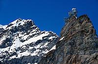 Jungfrau und meteorologische Station Sphinx auf dem Jungfraujoch, Berner Oberland, Schweiz, Unesco-Weltkulturerbe
