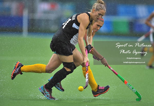 Stacey Michelsen (NZL) and Shelley Russell (RSA). South Africa (RSA) v New Zealand (NZL). Womens bronze medal match. Hockey. PHOTO: Mandatory by-line: Garry Bowden/SIPPA/Pinnacle - Tel: +44(0)1363 881025 - Mobile:0797 1270 681 - VAT Reg No: 183700120 - 020814 - Glasgow 2014 Commonwealth Games - Glasgow national hockey centre, Glasgow, Scotland, UK