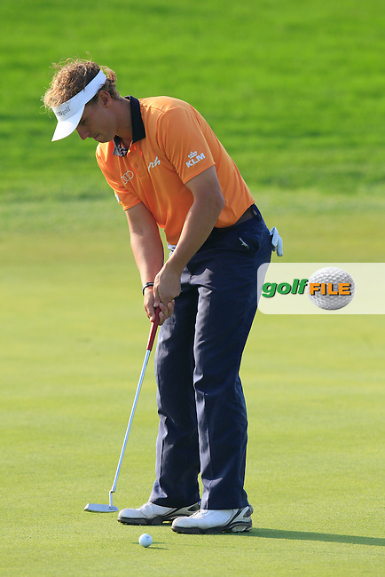 Joost Luiten (NED) putts on the 15th green during Sunday's Final Round of the 2014 BMW Masters held at Lake Malaren, Shanghai, China. 2nd November 2014.<br /> Picture: Eoin Clarke www.golffile.ie