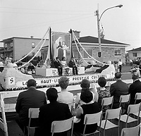 le defile de la Saint-Jean-Baptiste ; fete nationale du Quebec<br /> , 24 juin 1966<br /> <br /> PHOTO :  Agence Quebec Presse - Photo Moderne