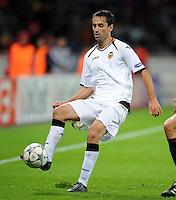 FUSSBALL   CHAMPIONS LEAGUE   SAISON 2011/2012  Bayer 04 Leverkusen - FC Valencia           19.10.2011 JONAS (FC Valencia) Einzelaktion am Ball