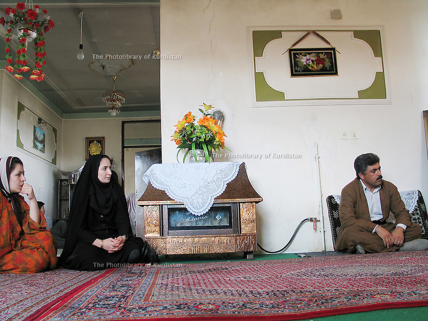 Iran 2004 Chez un député kurde de Sanandaj: Amin Shabani<br /> Iran 2004 Amin Shabani, Kurdish MP at home in Sanandaj