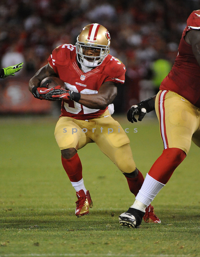 San Francisco 49ers Kendall Hunter (32) in action during a game against the Seahawks on October 18, 2012 at Candlestick Park in San Francisco, CA. The 49ers beat the Seahawks 13-6.