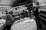 Montegrosso (BA) - La masseria di Teresa Tesse dove si producono formaggi di pecora. Teresa con Alessandro, Giuseppe e il nipotino Francesco.