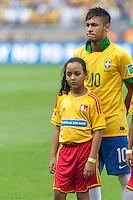 BELO HORIZONTE, MG, 26 JUNHO 2013 - COPA DAS CONFEDERACOES -  BRASIL X URUGUAI -  Neymar, jogador da Seleção Brasileira antes de partida contra o Uruguai, jogo válido pelas Semi-finais da competição, no Estadio Mineirao em Belo Horizonte, Minas Gerais nesta Quarta, 26 (FOTO: NEREU JR / BRAZIL PHOTO PRESS).