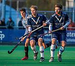 AMSTELVEEN - Dennis Warmerdam (Pinoke) met Johannes Mooij (Adam) en Bram Weers (Pinoke) tijdens de competitie hoofdklasse hockeywedstrijd heren, Pinoke-Amsterdam (1-1)   COPYRIGHT KOEN SUYK