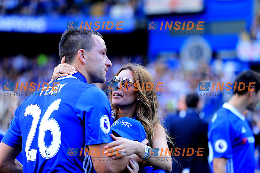 Chelsea defender John Terry (26) emotional after his speech to fans during the Premier League match between Chelsea and Sunderland at Stamford Bridge on May 21st 2017 in London, England. <br /> Festeggiamenti Chelsea vittoria Premier League <br /> Foto Leila Cocker/PhcImages/Panoramic/Insidefoto