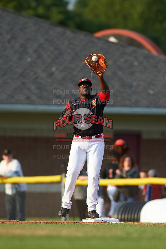Batavia Muckdogs first baseman Lazaro Alonso (19) stretches for a throw during a game against the Auburn Doubledays on June 19, 2017 at Dwyer Stadium in Batavia, New York.  Batavia defeated Auburn 8-2 in both teams opening game of the season.  (Mike Janes/Four Seam Images)