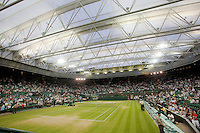 27-6-09, England, London, Wimbledon, The roof closed on saturdaynight on centercourt