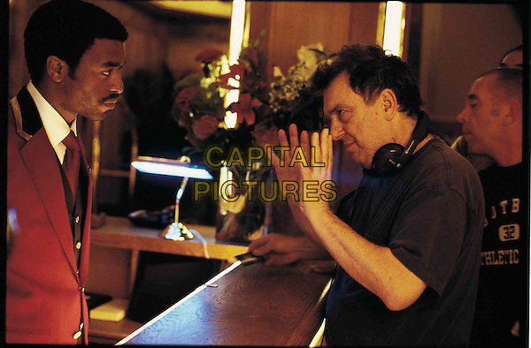 CHIWETEL EJIOFOR & STEPHEN FREARS.in Dirty Pretty Things.Filmstill - Editorial Use Only.Ref: FB.sales@capitalpictures.com.www.capitalpictures.com.Supplied by Capital Pictures.