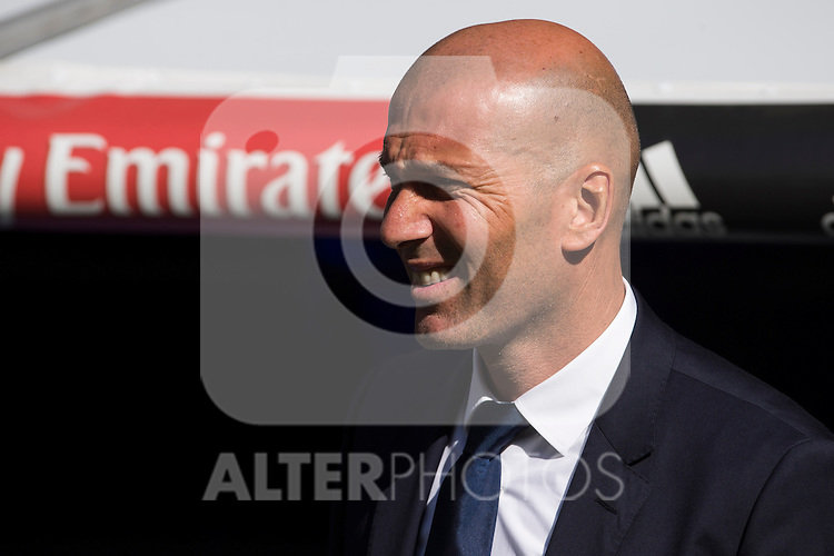 Real Madrid's coach Zinedine Zidane during the match of La Liga between Real Madrid and SD Eibar at Santiago Bernabeu Stadium in Madrid. October 02, 2016. (ALTERPHOTOS/Rodrigo Jimenez)