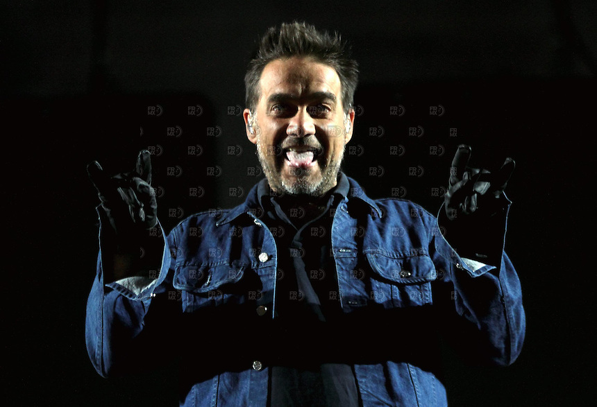 CIUDAD DE M&Eacute;XICO, Noviembre 23, 2013. El cantante argentino, Gabriel Fern&aacute;ndez &quot;Vicentico&quot;, del grupo Los Fabulosos Cadillacs durante en el Foro Sol de la Ciudad de M&eacute;xico, el 23 de noviembre de 2013. El grupo argentino lleg&oacute; a M&eacute;xico con d la gira mundial &quot;El Ritmo de la Luz&quot;.  FOTO: ALEJANDRO MEL&Eacute;NDEZ<br /> <br /> MEXICO CITY, Nov. 23, 2013. The Argentine singer Gabriel Fern&aacute;ndez &quot;Vicentico&quot;, the group Los Fabulosos Cadillacs at Foro Sol in Mexico City, on November 23, 2013. The Argentine group came to Mexico with d world tour &quot;The Rhythm of Light.&quot; PHOTO: ALEJANDRO MELENDEZ