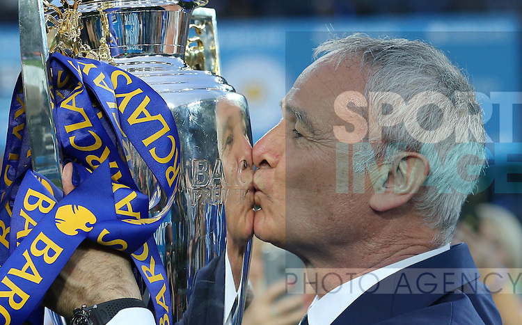 Leicester's Claudio Ranieri celebrates with the trophy during the Barclays Premier League match at the King Power Stadium.  Photo credit should read: David Klein/Sportimage<br /> --------------------<br /> Sport Image<br /> 15/16 Leicester v Everton<br /> <br /> 07 May 2016<br /> ©2016 Sport Image all rights reserved