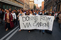 Roma 24 Novembre 2007.Manifestazione  nazionale delle donne per le donne contro la violenza maschile .Le donne rom romene, del campo rom di via Candoni.Rome November 24, 2007.National demonstration of women for women against male violence..Romanian Roma women the Roma camp in Via Candoni