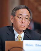 "Washington, DC - July 7, 2009 -- United States Secretary of Energy Steven Chu, Ph.D. testifies before the U.S. Senate Committee on Environment and Public Works hearing entitled, ""Moving America toward a Clean Energy Economy and Reducing Global Warming Pollution: Legislative Tools."" in Washington, D.C. on Tuesday, July 7, 2009. The legislation being considered is known as a cap-and-trade bill that would place mandatory limits on the emissions of the greenhouse gases that are said to cause global warming..Credit: Ron Sachs / CNP"