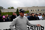 Anders Hansen arrives on the 1st tee on the opening hole during the final round of the BMW PGA Championship at Wentworth Club, Surrey, England 27th May 2007 (Photo by Eoin Clarke/NEWSFILE)