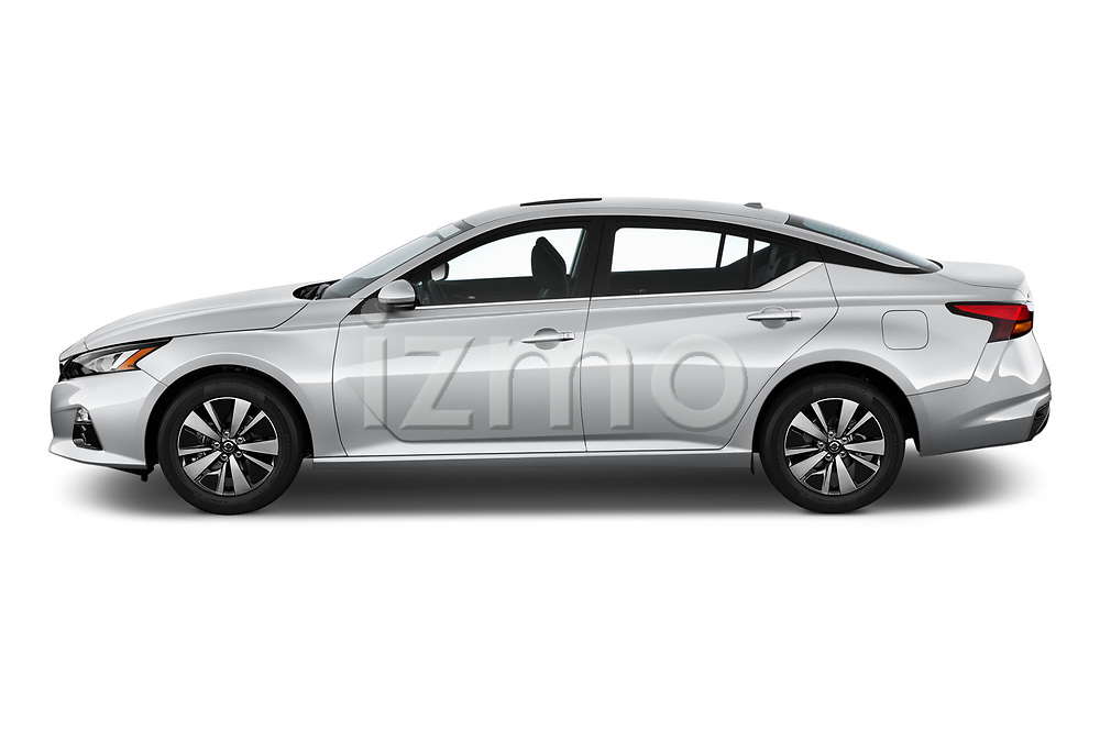 Car driver side profile view of a 2020 Nissan Altima SL 4 Door Sedan