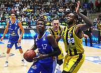 Isaac Bonga (Fraport Skyliners) gegen Elgin Cook (MHP Riesen Ludwigsburg) - 04.02.2018: Fraport Skyliners vs. MHP Riesen Ludwigsburg, Fraport Arena Frankfurt