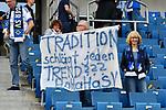 14.04.2018, wirsol-Rhein-Neckar-Arena, Sinsheim, GER, 1. FBL, TSG 1899 Hoffenheim vs Hamburger SV, im Bild Fan von Hoffenheim haelt Plakat mit der Aufschrift &quot;Tradition schl&auml;g jeden Trend??? HaHaHaSV&quot; in die Luft<br /> <br /> Foto &copy; nordphoto / Fabisch